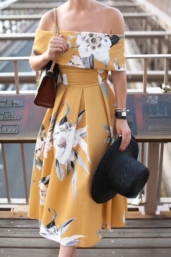This outfit would be great for the upcoming races. cute bag and printed dress.