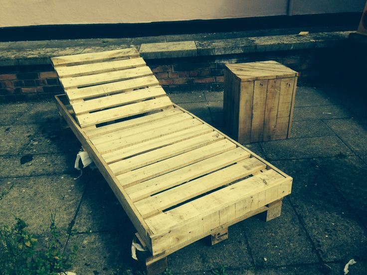 Pallet sunbed and table