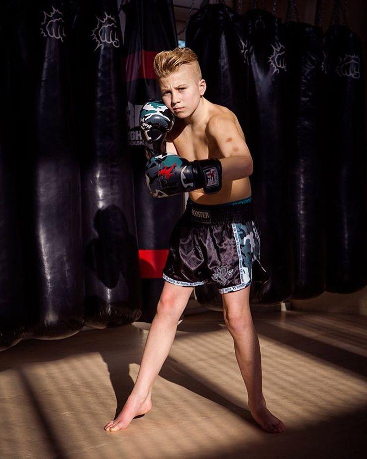 Talent is mooi, Mentaliteit is alles! #project365 #day47 #photochallenge #budokaivleesenbeek #boy #teenageboy #kickboxing #fighter #osu #karate #kwuchamp #berlin2017 #europeanchampionship #childrenandyouth #ekberlijn #nopainnogame #nevergiveup #boxingshorts #booster #realfightgear #boxingbag #foto #fotoshoot #boxingshoot #portret #portrait #portraitphotography #followmyproject