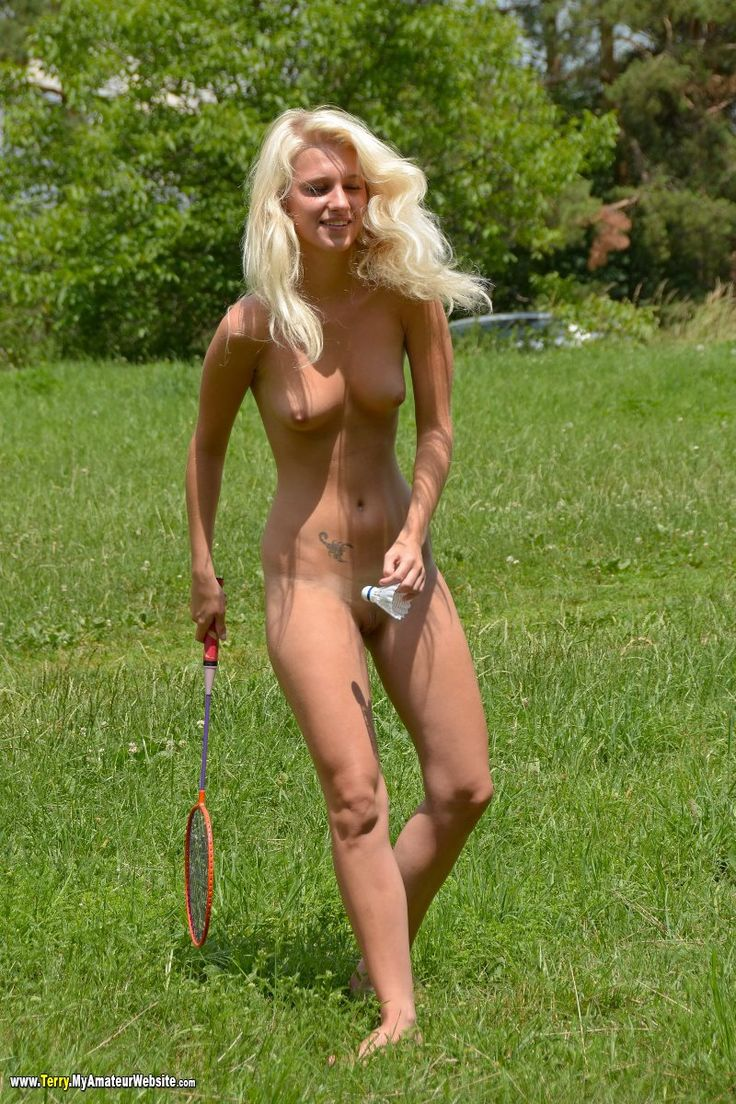Nude women doing sports