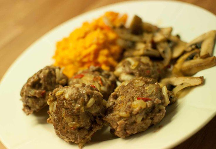 Hjemmelagde kjøttkaker - http://www.matbok.no/hjemmelagde-kjottkaker/