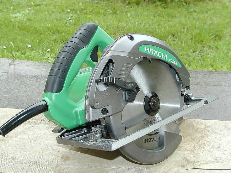 Review of the Hitachi C7SB2 Circular Saw. The Hitachi C7SB2 is a well built saw and with a power rating of 1700 watt, it makes light work of cutting through lumber! No riving knife enables plunge cuts to be performed easily