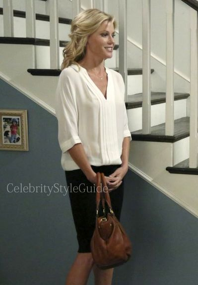 Seen On Celebrity Style Guide Modern Family Style Fashion Julie Bowen Claire Dunphy Wore