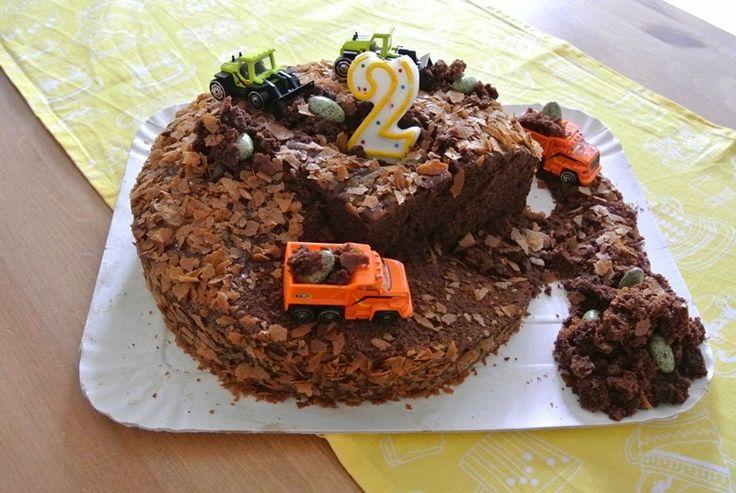 Torta cantiere (madeira cake al cacao) con camion e ruspe.