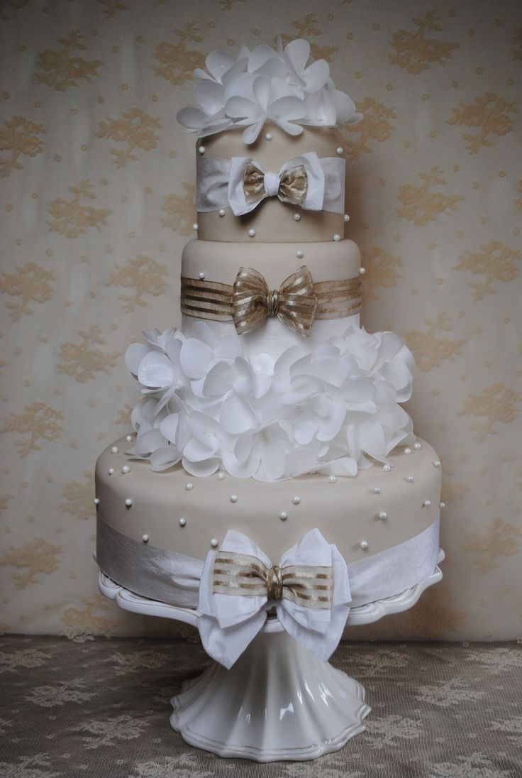 Cover large areas of cake quickly by adding ruffles. They are so on trend and are such a quick and easy way to add texture to a cake. All you need is a die cutting machine, cake dies and wafer paper!