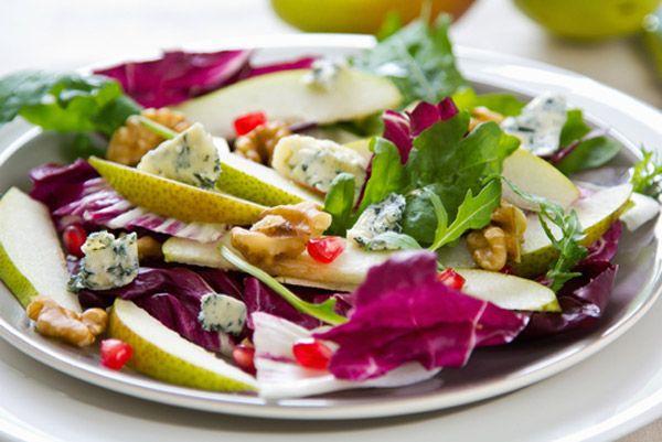 Πράσινη σαλάτα με αχλάδι και ροκφόρ