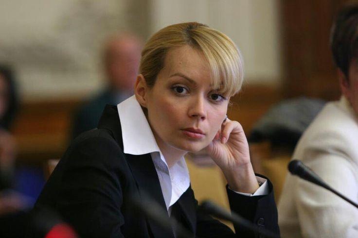 Eurodeputaţii PSD Daciana Sârbu şi Corina Creţu vor însoţi un grup de 26 de ambasadori şi reprezentanţi ai unor misiuni diplomatice la Bucureşti, în scopul promovării Bucovinei, a declarat miercuri preşedintele CJ Suceava, Ioan Cătălin Nechifor.
