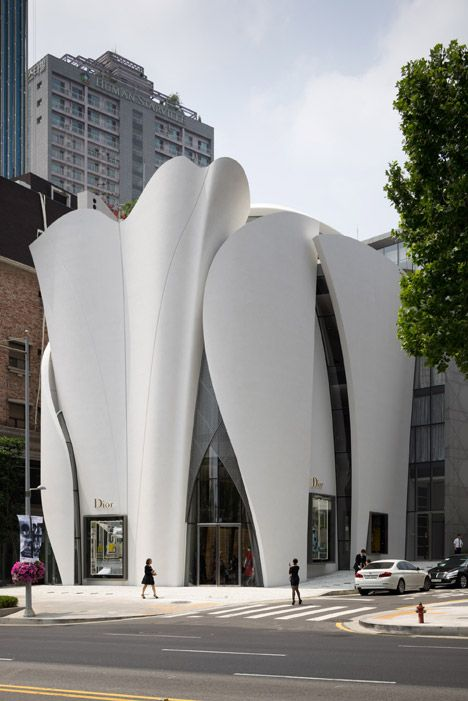 The sculptural white fibreglass panels, each measuring 20 metres tall, gently undulate in an attempt to depict the fluid movement of clothing created in Dior's Haute Couture Atelier in Paris.