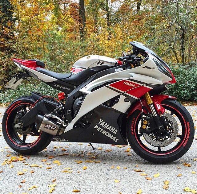 White Red Yamaha R6