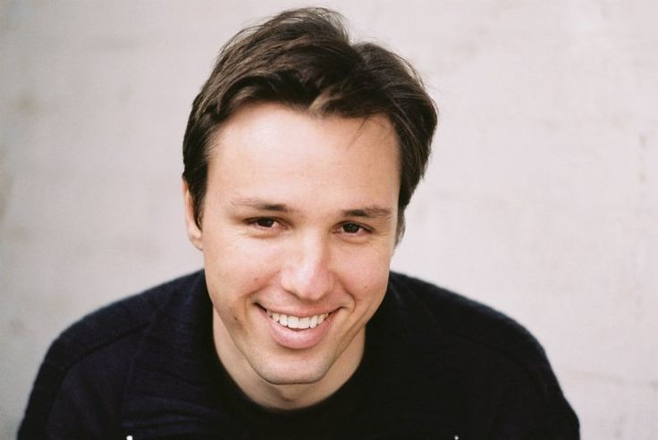 markus zusak writing style Markus zusak: if someone wanted to be a runner, you don't tell them to think about running, you tell them to run and the same simple idea applies to writing, i hope.