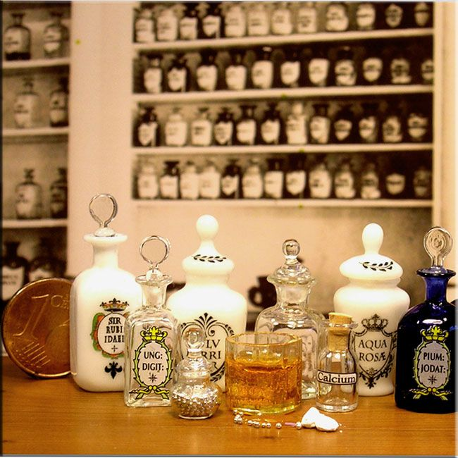 Miniature glass chemist's bottles by Gerd Felka Miniatures-glassblower