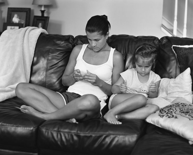 eric pickersgill removes smartphones to show our extreme device addiction