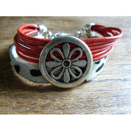 "Leather bracelet with big round ""flower"" ornament"