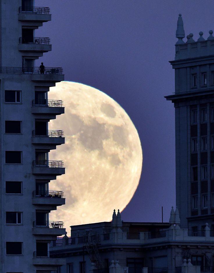 Madrid, Spain: the super moon of Nov 14, 2016