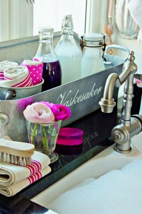 bath accessories bin