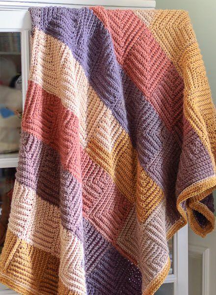Teste padrão afegão do crochet quadrado contínuo mitrado