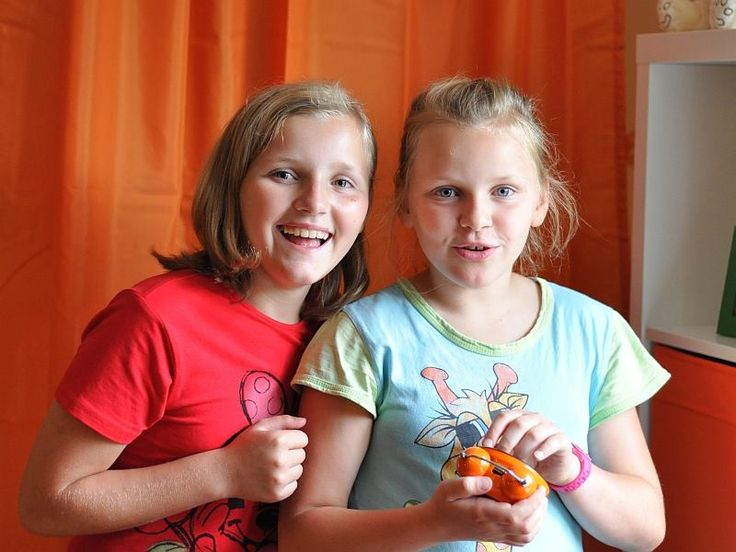 Lilia i Sara.