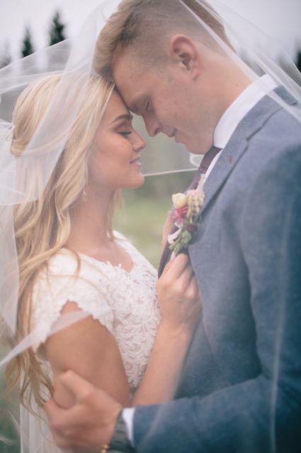 'DWTS' Pro Lindsay Arnold Marries Longtime Boyfriend Sam Cusick