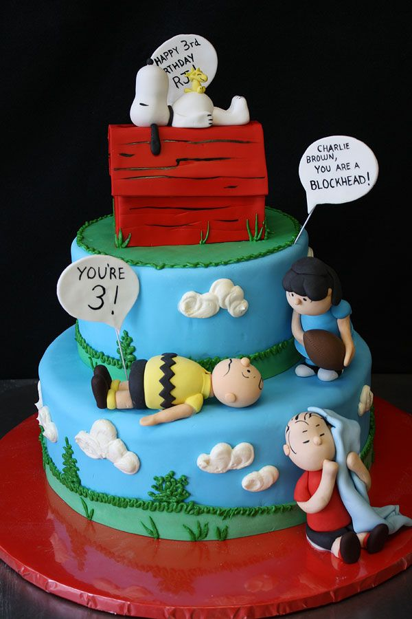 211 best PeanutsCharlie Brown Cakes images on Pinterest Snoopy