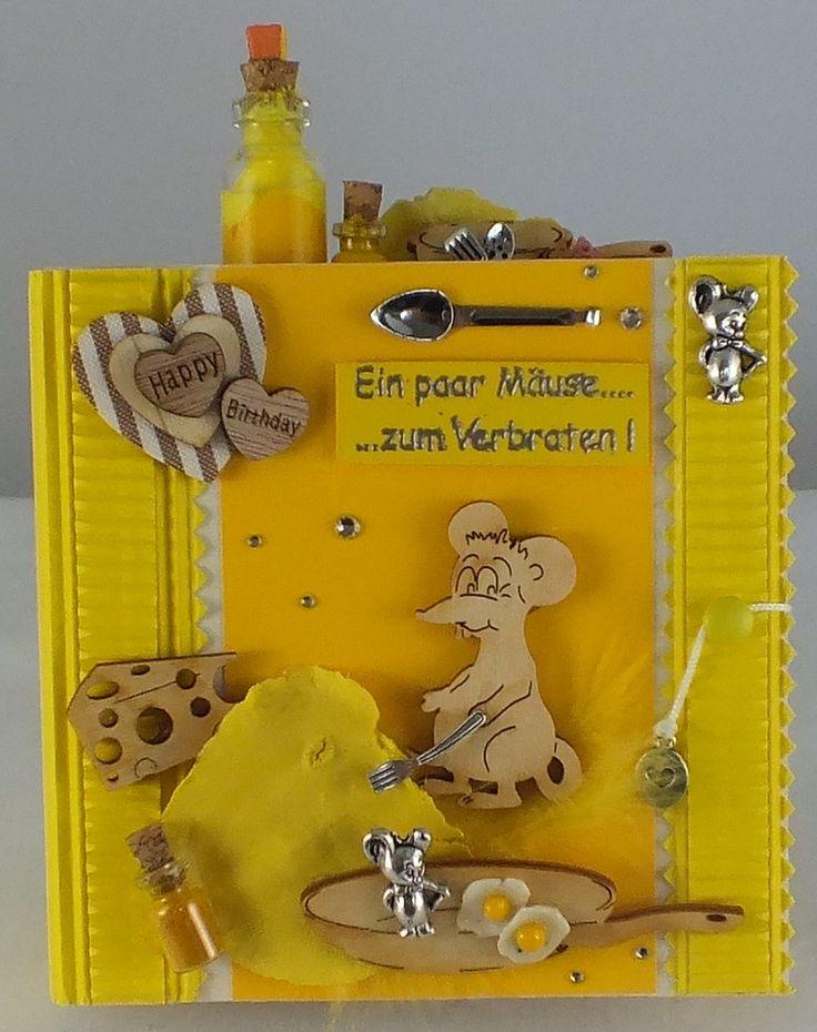 """#Geburtstagskarte """"ein paar Mäuse zum Verbraten"""" Grußkarte zum Geburtstag """" ein paar Mäuse zum Verbraten """" mit Geldumschlag Material Glasflaschen, Fimo (Spiegeleier), Holzteile, Feder, Metall, Schmucksteine Größe 12,5 x 16 x 4,5 cm Gewicht ca. 135 g"""