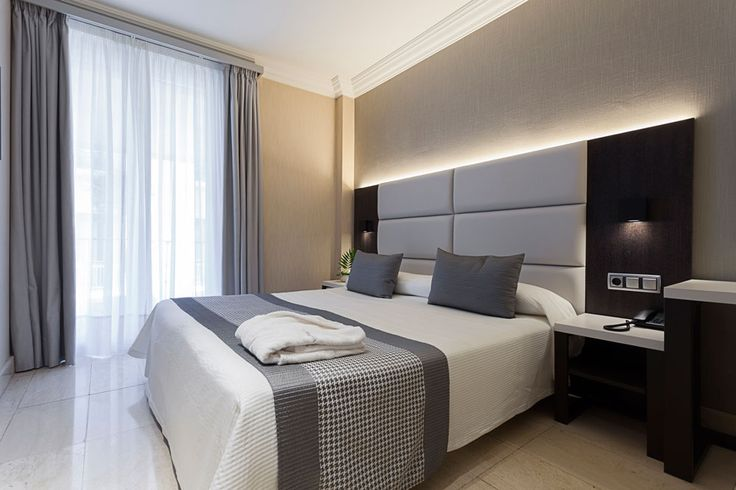 Habitación doble. Hotel Restaurante Europa, Pamplona, ideal para ver los San Fermines, entre la Plaza del Castillo y la calle Estafeta.