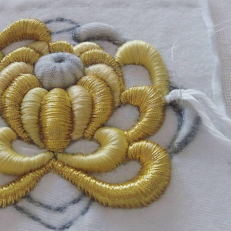 Golden Chrysanthemum #submarina707 #sketch #goldwork #gold #goldworkembroidery #embroideryart #emroidery #embroideryprocess #flowers #sketch #chrysanthemum #вышивказолотом #вышивка #цветы #хризантема