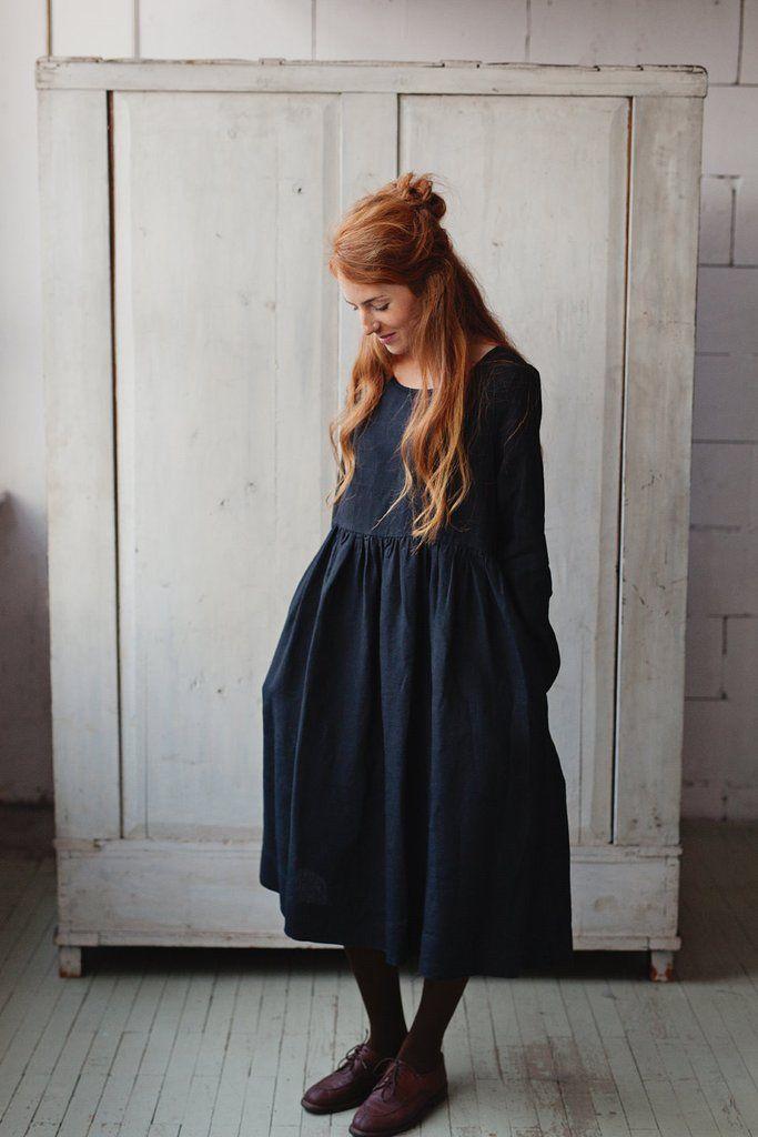 The Bethany linen romantic smock dress (black). Eerbare kleding. Eng. Modest clothing. Fr. Vêtement modeste. Du. Bescheidene Kleidung. Sp. ropa modesta. Ru. Скромная одежда.