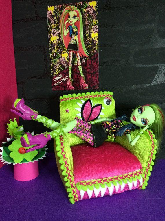 Items similar to Canapé canapé-lit meubles de poupée Doll Meubles Mobilier Barbie Monster High on Etsy