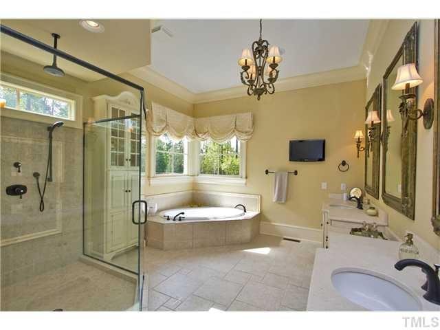 Romantic master bathroom ideas valentine s day for Romantic master bathroom