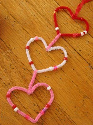 Pipe Cleaner Heart Garland -  repinned by @PediaStaff – Please Visit…