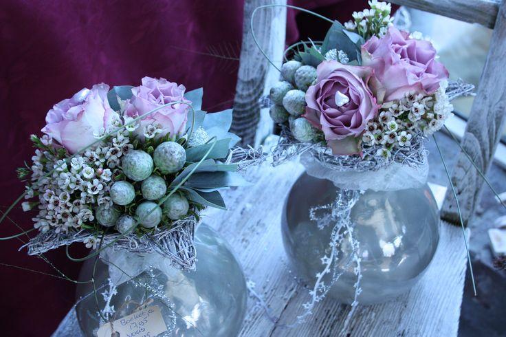 bloemen vaasje met memorylane roos, waxflower, kaapsgroen en eucalyptus.