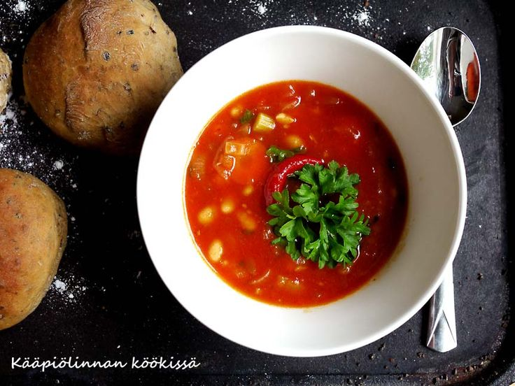 Kääpiölinnan köökissä: Let's make some soup cause the weather is turning cold! - lämmittävä papusoppa ja mallassämpyläthttp://kaapiolinna.blogspot.fi/2014/08/lets-make-some-soup-cause-weather-is.html