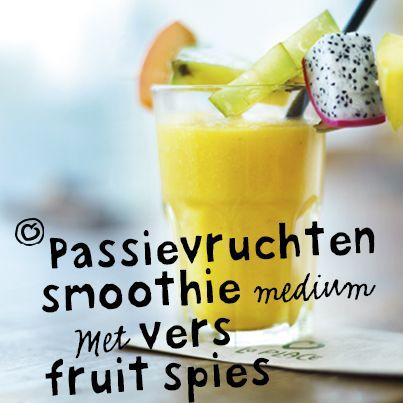 Bij La Place maken we alles zelf. En dat doen we met liefde en passie. Zoals deze heerlijke smoothie van passievruchten.  #passie #smoothie #fruit #passievrucht