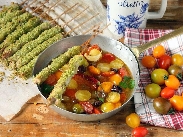 Come fare a rinfrescare queste giornate estiva? Semplice! Scegliendo la ricetta giusta, come quella degli arrosticini con guazzetto di pomodori.