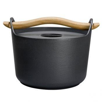 Iron pot. By Timo Sarpavena for Iittala