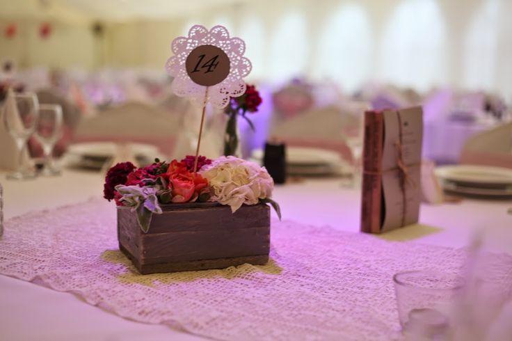 Esküvői dekor - vintage  (Kecskemét, Bajor Étterem, Dekoráció: Love DIY Wedding, fotó: Simon Péter)