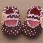 Bella Baby Crib Shoes Sewing Pattern - via @Craftsy