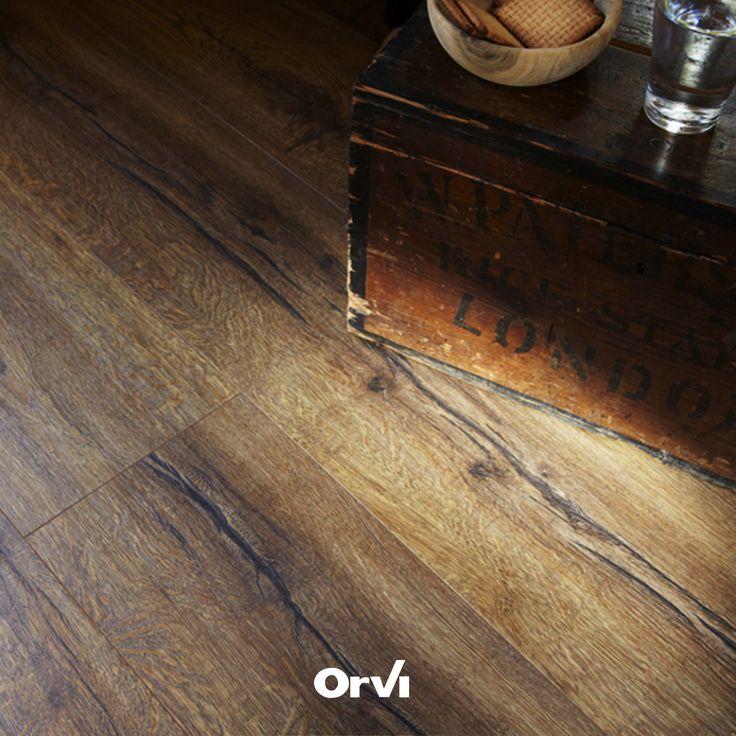 Orvi Living è... pavimento in laminato long board, questa volta in un caldo e accogliente salotto