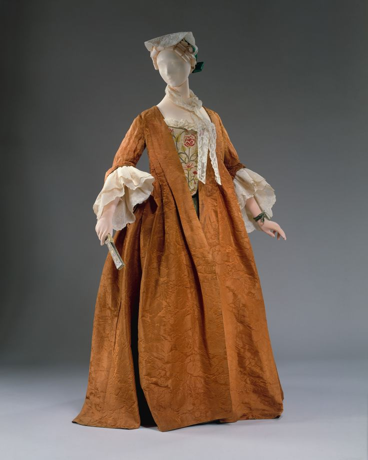 Robe Volants: ca. 1735-1740 Generalizam-se outras tipologias como o robe volant que marca menos a cintura (vontade de as mulheres usarem indumentárias mais confortáveis e práticas)