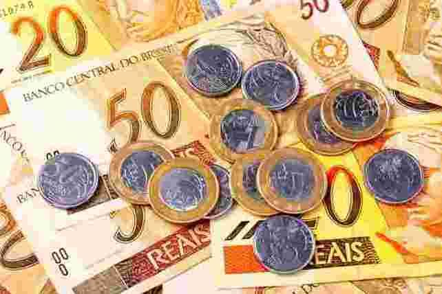 Senador pretende aumentar salário mínimo em 2013