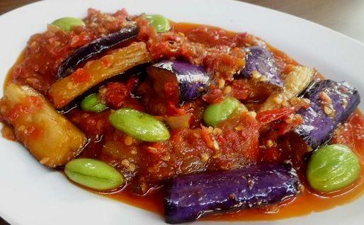 Terong Pete Balado is een heerlijk pittig Indonesisch gerecht van aubergine en petehbonen in een hete saus. Het recept is een basisrecept,...