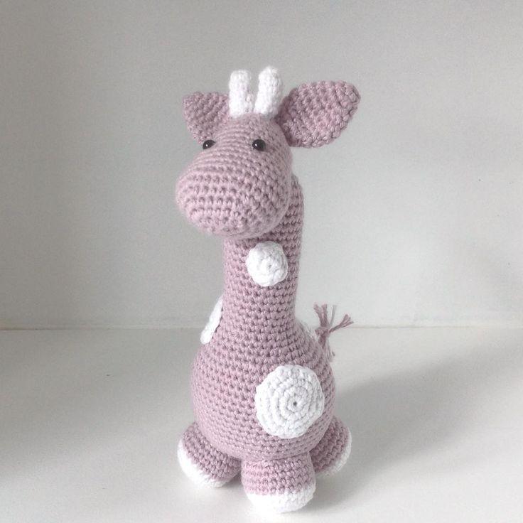 Endnu en giraf - elsker de små giraffer Designet af Marike Van Loo, Free pattern on Ravelry #hækle #hæklet #hækling #crochet #amigurumi #krammedyr #giraf #giraffe #babylegetøj #baby