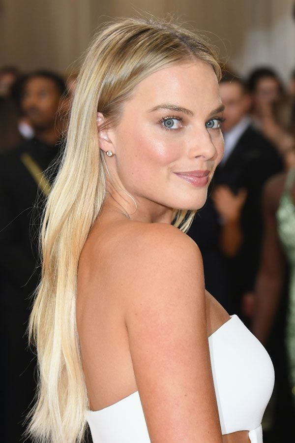 With her ultra-long platinum hair and utterly glowing skin, Robbie looks like she walked straight from the beach to the 2016 Met Gala. #refinery29 http://www.refinery29.com/2016/08/118725/margot-robbie-suicide-squad-beauty-moments#slide-13
