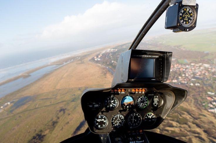 Eine Anreise mit dem Helikopter nach Sankt Peter Ording ist schon besonders, das Wattenmeer unter sich, ein warmer Kamin im Hotel, gutes Essen, Wellness,... #nordsee #helicopter