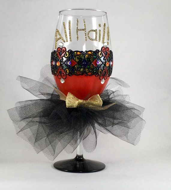 Queen wine glass  all hail the queen  by AutumnFreckleDesigns
