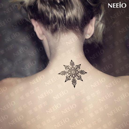 flor de loto tattoo blanco y negro -