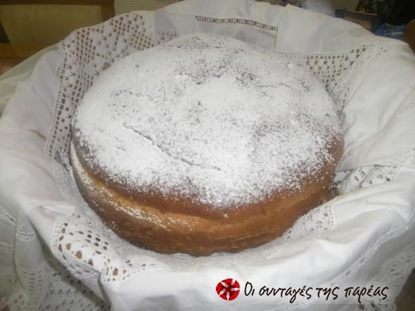 Artoclasia. I have never seen this church celebratory bread with powdered sugar. This is an interesting recipe. Αρτοκλασία της Γκόλφως #sintagespareas
