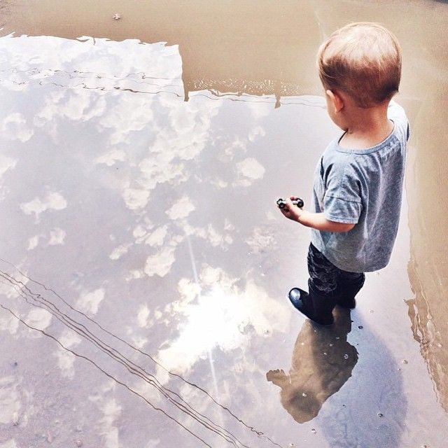 """Gefällt 120 Mal, 3 Kommentare - mini mioche (@minimioche) auf Instagram: """"Such a beautiful photo that @fancy_gray took of her sweet little guy puddle hopping in our…"""""""