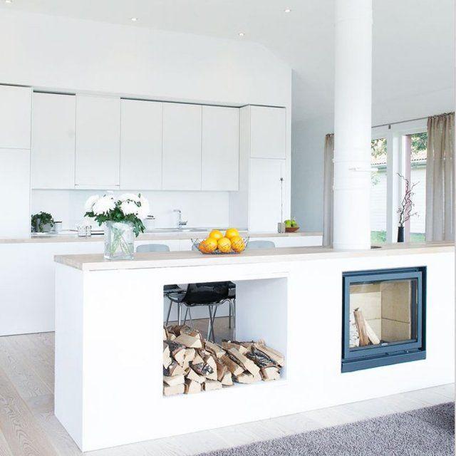 Leuk idee voor een houtkachel  in de keuken       Cheminée: toutes nos inspirations pour créer un coin cheminée cosy - 100 Idées Déco