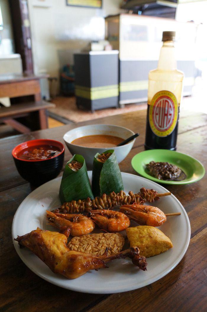 "Nasi uduk: A complete serving of Jakarta's ""nasi uduk"" dish with fried chicken, tofu, tempeh, and shrimp satay. (Photo by Keshie Hernitaningtyas)"